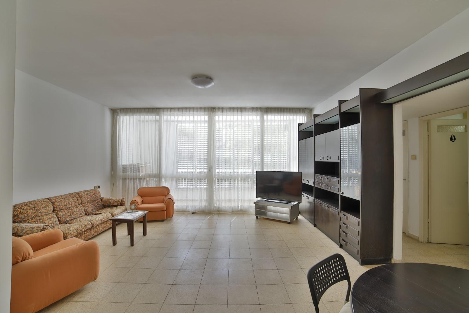 2 bedroom apartment on HaKnesset Hagdola Street