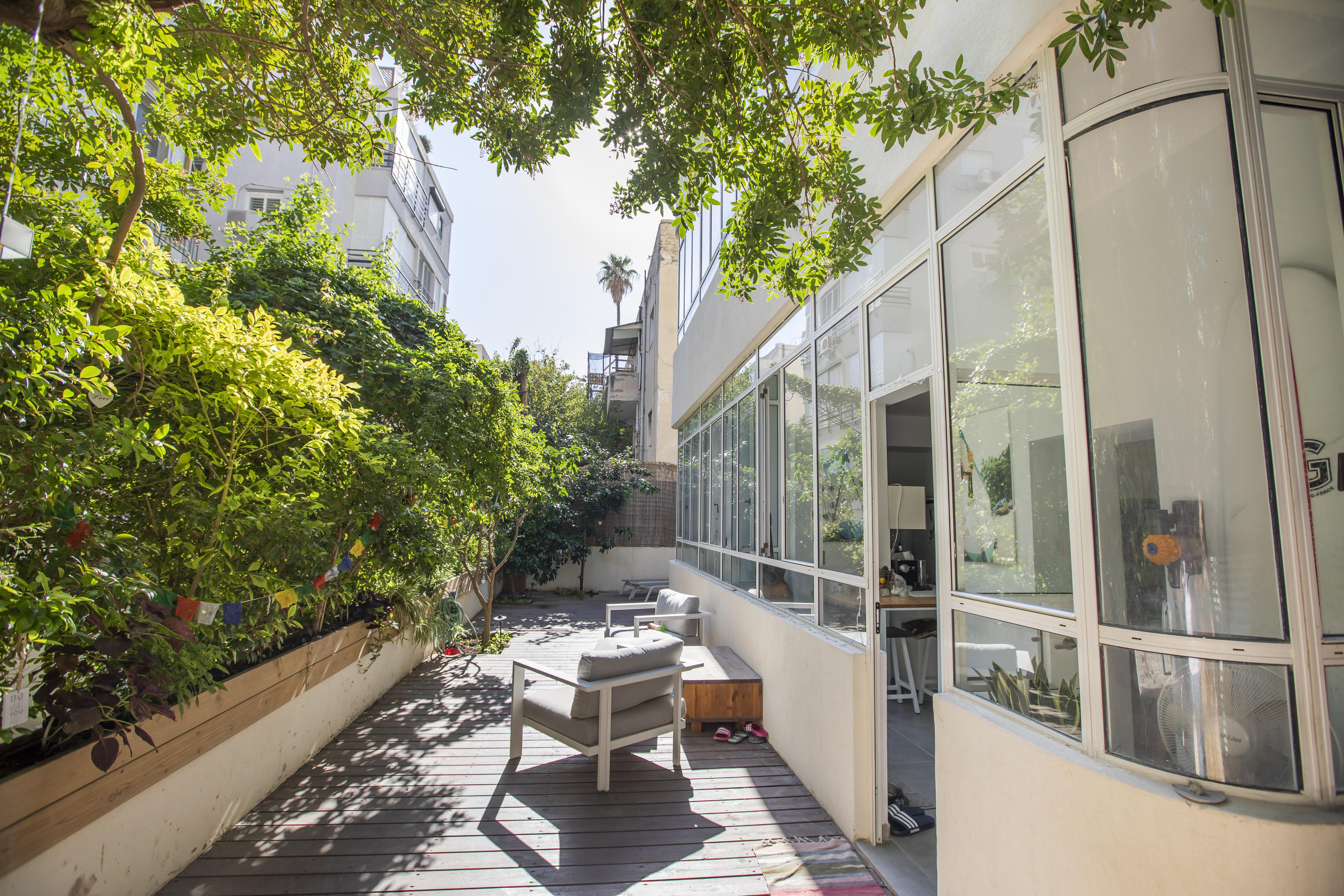Garden apartment on Ben Yehuda street