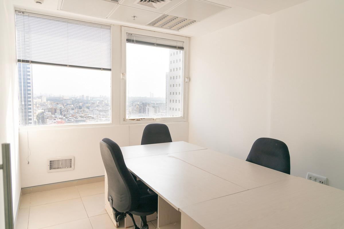 משרד עם נוף לים